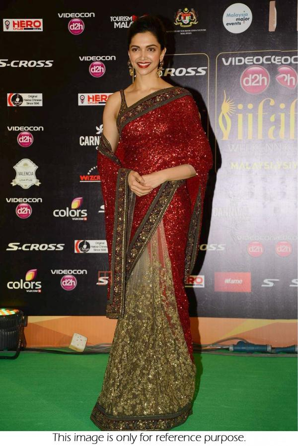 83c7c1e06c8532 Premium Bollywood Style Deepika Padukone Georgette Net Party Wear Saree In  Red And Peach Colour Image